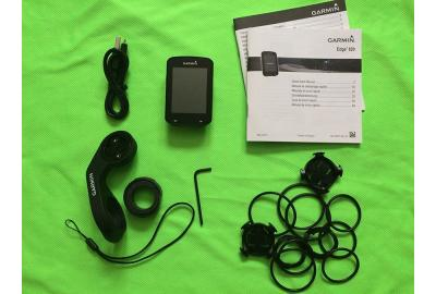 Garmin Edge 820 comes with 3 mounts and a charging cable